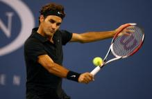 roger federer backhand before contact.jpg