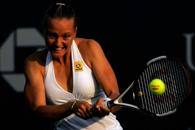 agnes szavay two handed backhand contact.jpg