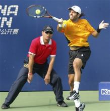 fernando gonzalez forehand at contact for high ball.jpg