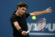 roger federer backhand near contact.jpg