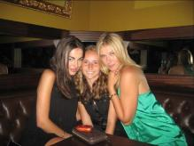 Maria Sharapova with friends.jpg