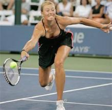 Maria Sharapova rearchs out for the ball with her forehand.jpg