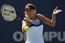 Maria Sharapova returning on her forehand.jpg