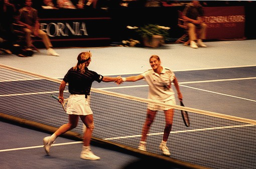 Monica Seles shakes hands with Martina Navratalova after a match in 1990.jpg
