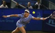 Monica Seles stretches for a ball.jpg