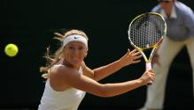 Victoria Azarenka prepares to hit a backhand slice.jpg