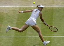 Elena Dementieva hits a backhand volley during Wimbledon.jpg