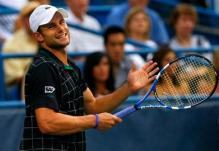 Andy Roddick reacts after a point.JPG