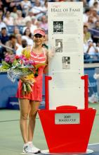 Monica Seles stands next to a Hall of Fame plaque as she is inducted in the Rogers Cup 2009.JPG