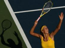 Victoria Azarenka serves at the US Open 2009.JPG