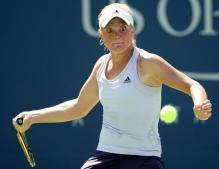 Melanie Oudin stares down the tennis ball.JPG