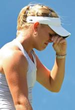 Melanie Oudin winces in pain.JPG