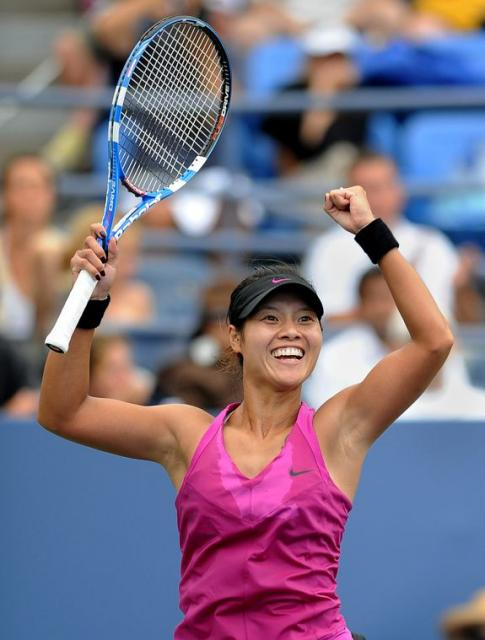 Li Na raises her Bablot racket in celebration after winning her third round match at the 2009 US Open.JPG