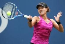 Li Na drives a forehand with her Babolot racket.JPG