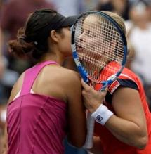 Li Na and Kim Clijsters kiss after their match.JPG
