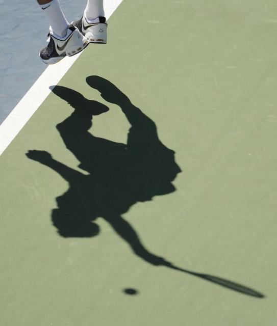 Juan Martin Del Potro's feet in the air on serve and shadow.JPG