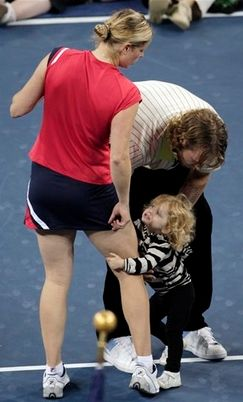 Kim Clijsters' daughter holds on to mommy.JPG
