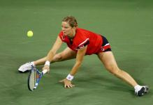 Kim Clijsters does the splits.JPG