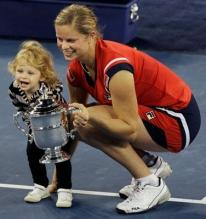 Kim Clijsters photo with her daughter Jada at the 2009 US Open awards ceremony.JPG