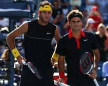Del Potro and Roger Federer photo before their 2009 US Open match.JPG