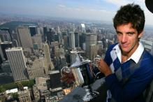 Del Potro holds his US Open 2009 Championship trophy on top of the Empire State Building.JPG