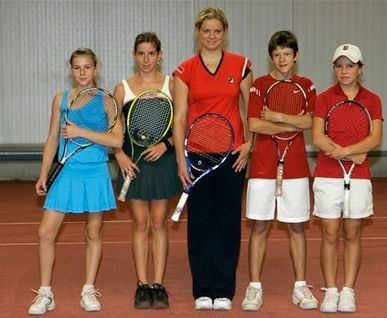 Kim Clijsters and several young Belgium tennis players.JPG