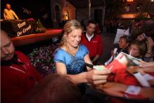 Kim Clijsters signs autographs for fans in Belgium.JPG