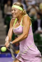 Maria Sharapova hits a two handed backhand vs Jankovic.JPG