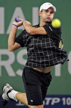 Andy Roddick hits a two handed backhand in Shanghai.JPG