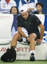 Andy Roddick has a hurt left knee at the Shanghai Masters 2009.JPG
