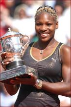 Serena Williams with trophy.jpg