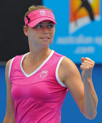 Vera Zvonareva celebrates with a clenched fist.JPG