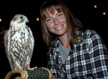 Vera Zvonareva in a plaid shirt with a hawk in Dubai.JPG
