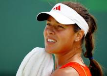 Ana Ivanovic wipes herself with a towel in Key Biscayne 2010.JPG