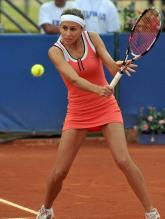 Gisela Dulko prepares to hit a backhand slice shot.JPG