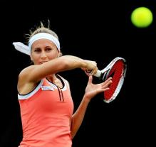 Gisela Dulko forehand follow through.JPG