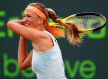 Victoria Azarenka 2 handed backhand follow through.JPG