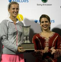 Victoria Azarenka holds her runner up trophy next to Princess Haya.JPG