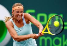 Victoria Azarenka two handed backhand at contact.JPG