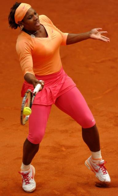 Serena Williams trunk rotation on a forehand on clay.JPG
