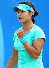 Li Na celebrates with a fist pump at the AEGON Classic 2010.JPG
