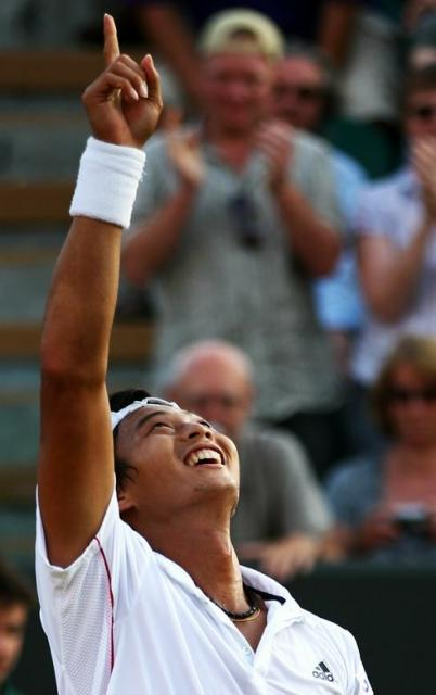 Yen-Hsun Lu point to the sky after a defeating Andy Roddick in 5 sets at Wimbledon.JPG