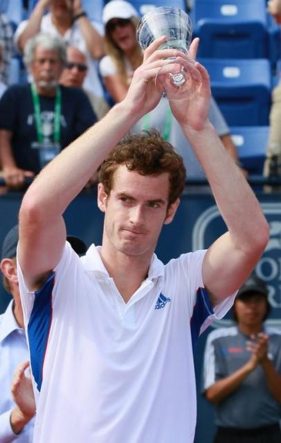 Andy Murray holds up the runner-up trophy at UCLA 2010.JPG