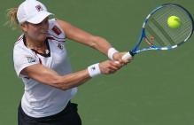 Kim Clijsters hits a 2 handed backhand on a high ball.JPG