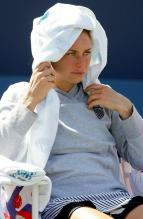 Vera Zvonareva sits with a towel over her head.JPG