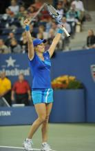 Kim Clijsters raises her racket in triumph after winning the 2010 US Open.JPG