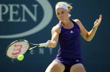 Melanie Oudin hits a sweeping forehand at the 2010 US Open.JPG