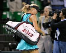 Maria Sharapova leaves the court with her Prince bag in Tokyo 2010.JPG