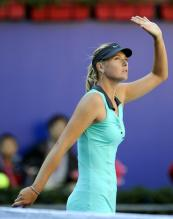 Maria Sharapova waves to the people at the 2010 China Open.JPG