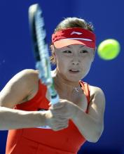 Peng Shuai two handed backhand on a high ball.JPG